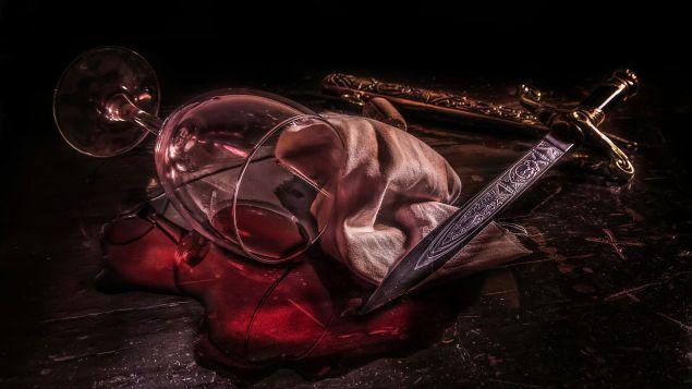 Обложка произведения 'Бутылка коньяка, открытая кинжалом'