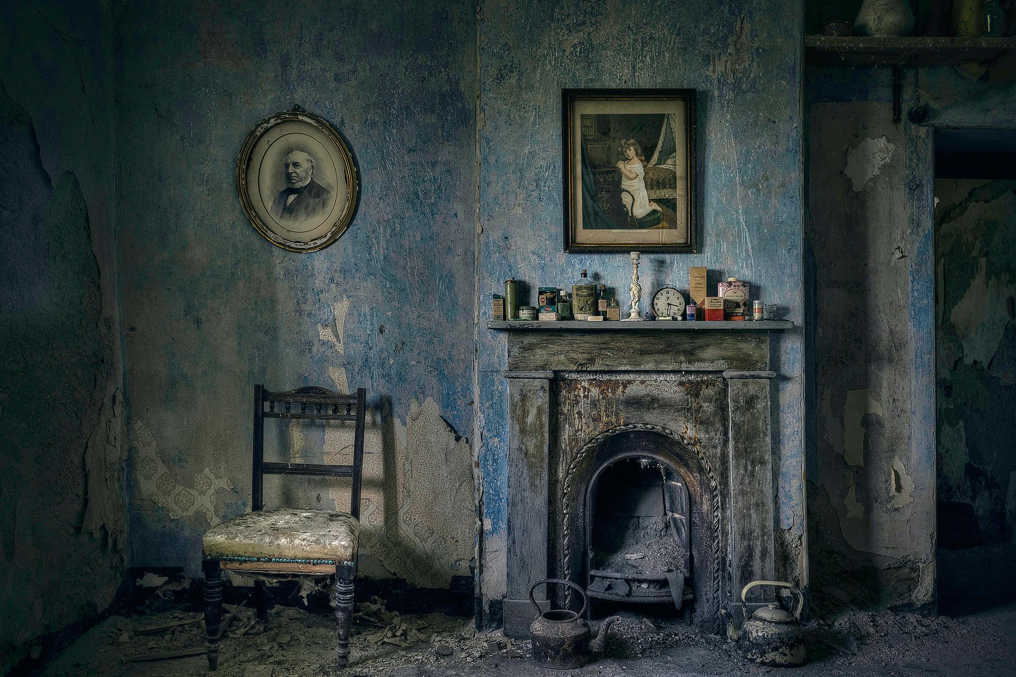 доехали стены комнат убраны были несколькими картинками и картинками в старинных принимает