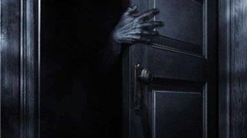 Обложка произведения 'В шкафу'